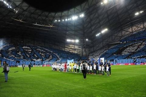 2015-04-06-stade-velodrome-psg-supporters-tifo